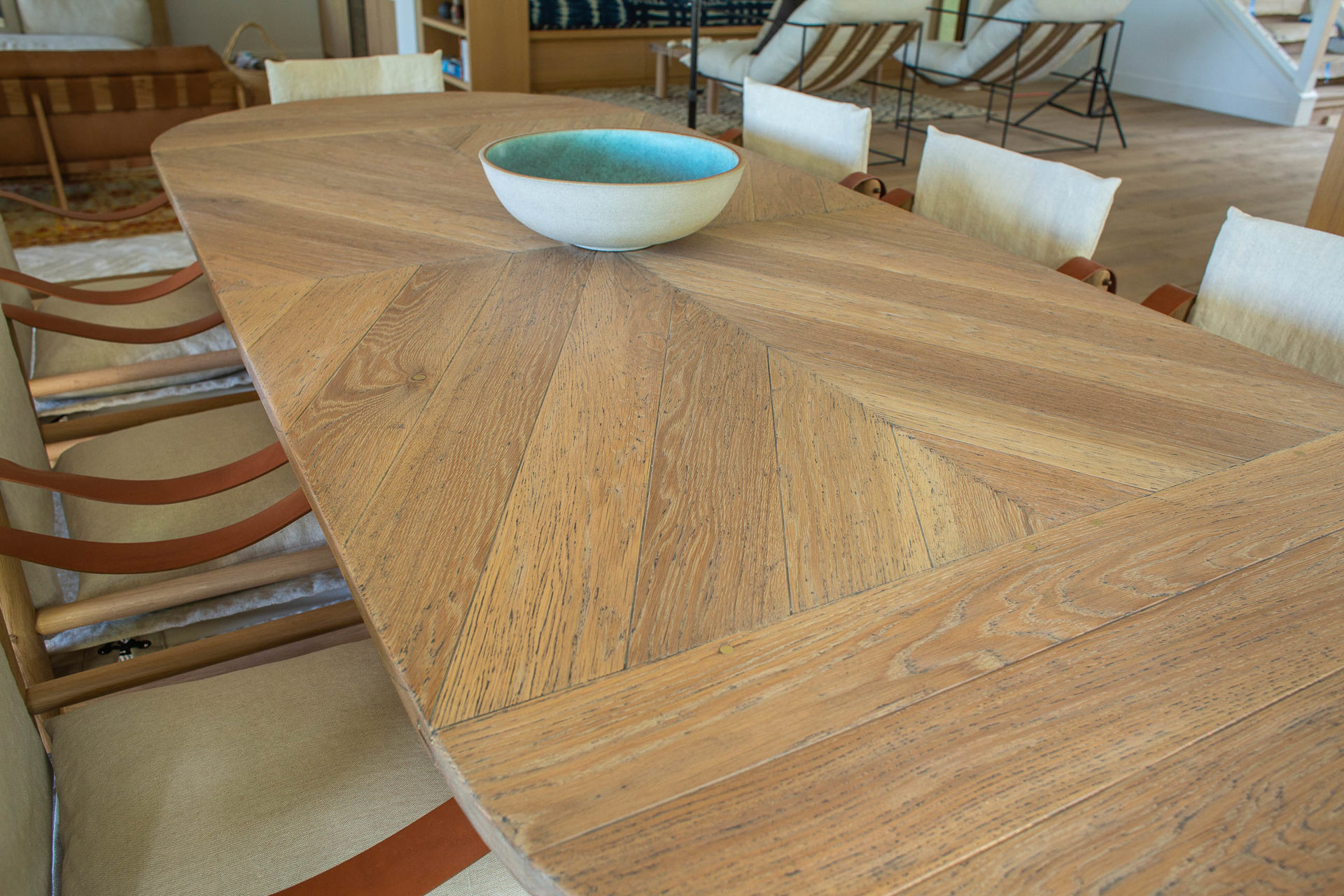 DINING TABLE DETAIL s